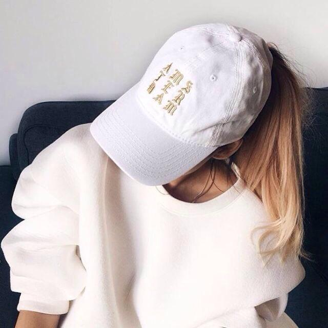 White sweatshirt will be perfect for your day