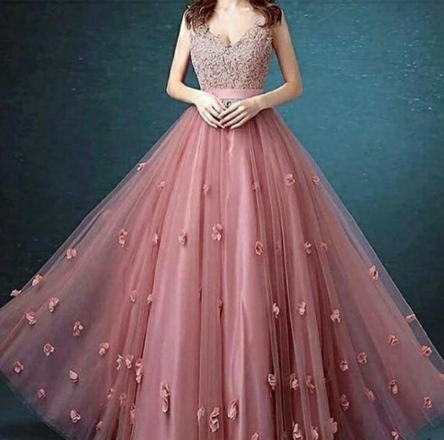 I wanna be a designer some day and design dresses as beautiful as this one ❤❤