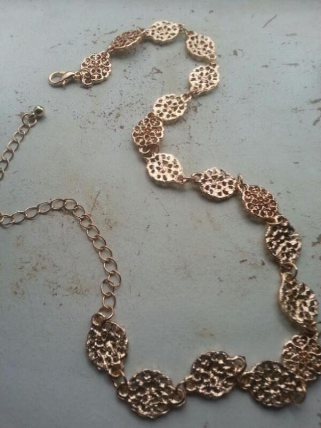 this filigree choker wad very thick. i kind of wanted it to be a little thin but that is okay. i put it on and it brook