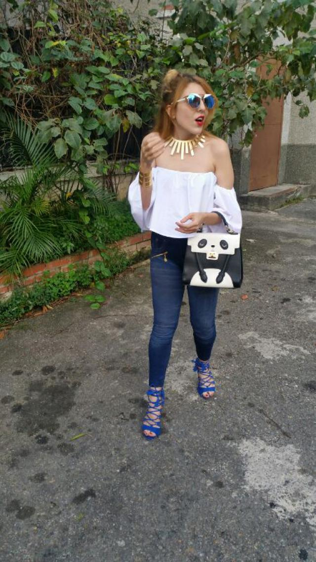 I love the versatile look with pieces of denim #moda #fashion