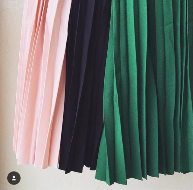 Pleated skirts are so appropriate in so many ways. May it be for casual day, workwear, something formal kind of
