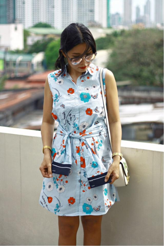How cute is this dress? Am I wearing two pieces or this is just a piece dress? #floralprint #floral