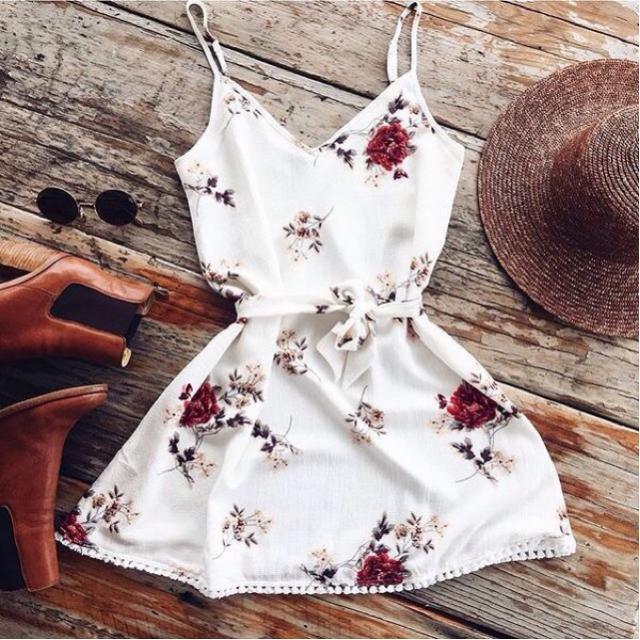 Floral print dress is perfect for hot summer. #floralprint #dress
