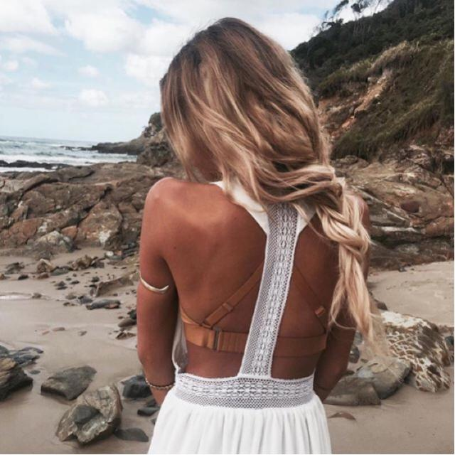 Sun + tanned skin + white dresses are the perfect match ❤️ do you like this?