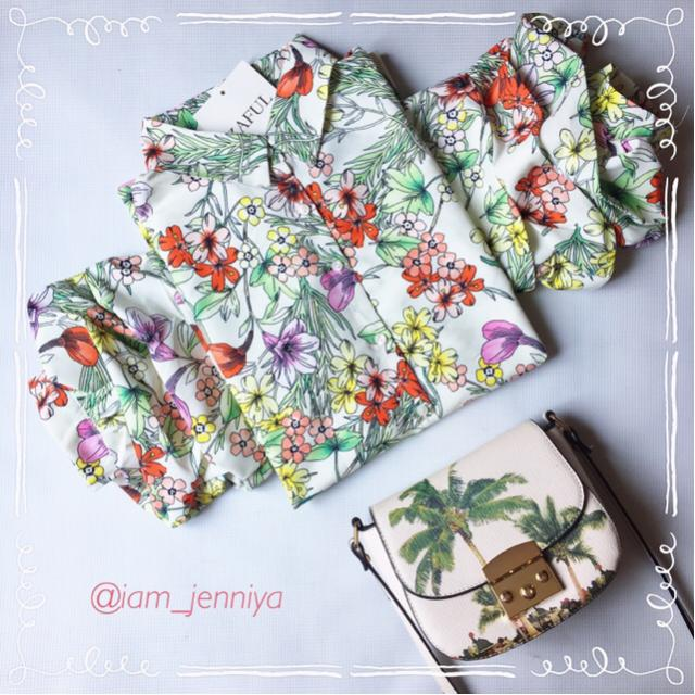 #zafulhits #floralprint #floral   I love the style of its sleeves - it's dolman but with a beautiful twist. As you see,