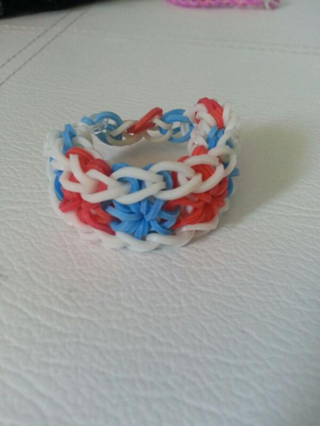 made these fourth of July inspired bracelets. the stars in the middle for the stars on the flag :)