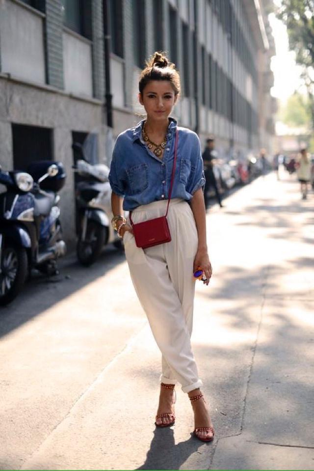 Small red bag is cue summer trend... Do you like it? #redbag #style #streetstyle #loveselfie #gotolook