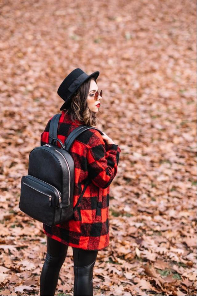 Keep your eyes on the stars, and your feet on the ground. #plaid #black #autumn #style