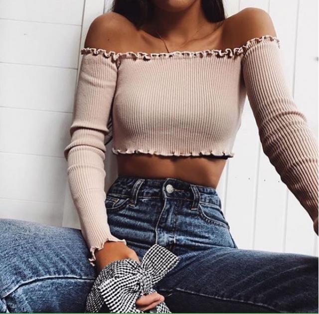 Off shoulders crop top is my favorite part of wardrobe. And what is your favorite? #croptop #lovedenim #loveselfie