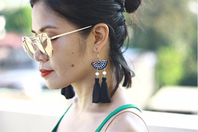 I fell in love at first sight with this geometric embroidery beads ethnic earrings. It's hard to resist not to order a