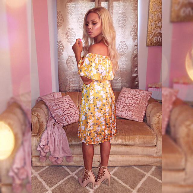 My little yellow Zaful dress.  Off the shoulder, florals, are my favorite for summer.                 #